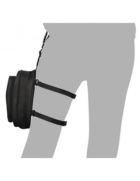 Bolsa de pierna Shad SL05 con 2 litros de capacidad puesta en pierna