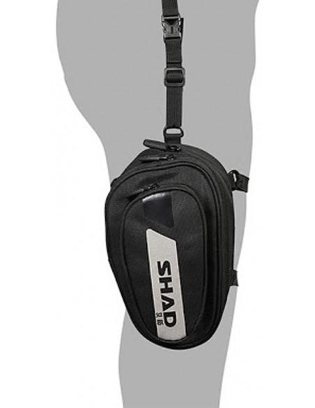 Bolsa de pierna Shad SL05 con 2 litros de capacidad puesta en la pierna